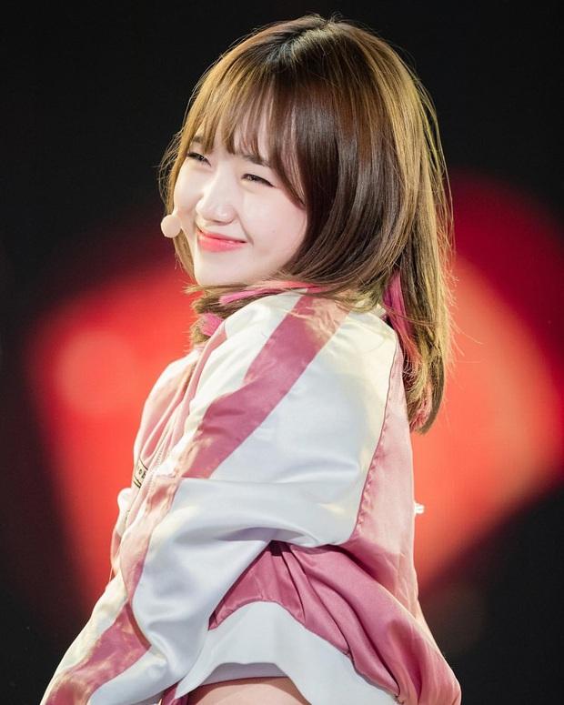 6 nữ idol Kpop thay đổi hẳn quan niệm vì gây bão mạng với mắt cười một mí đẹp lạ: TWICE, ITZY chưa hot bằng center? - Ảnh 10.