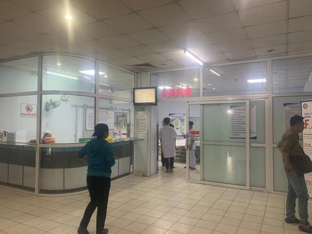 Nam bệnh nhân bị nhóm giang hồ truy sát trong bệnh viện Nhân dân Gia Định - Ảnh 1.