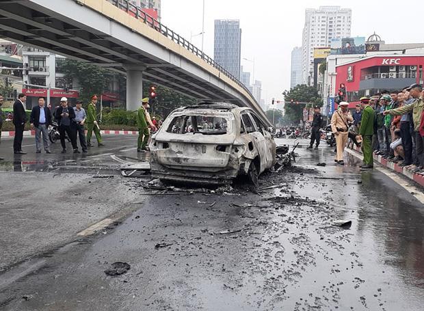 Tạm giữ hình sự nữ tài xế đi giày cao gót lái xe ô tô Mercedes gây tai nạn liên hoàn trên đường Lê Văn Lương - Ảnh 2.