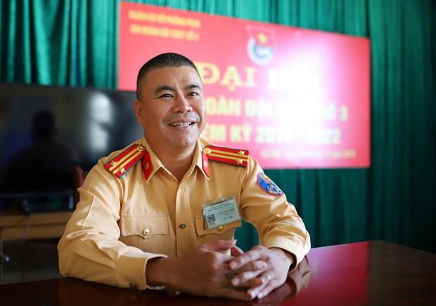 Phó Thủ tướng Trương Hòa Bình gửi thư khen ngợi Trung tá CSGT cứu người mắc kẹt thoát khỏi đám cháy vụ xe ô tô Mercedes - Ảnh 3.