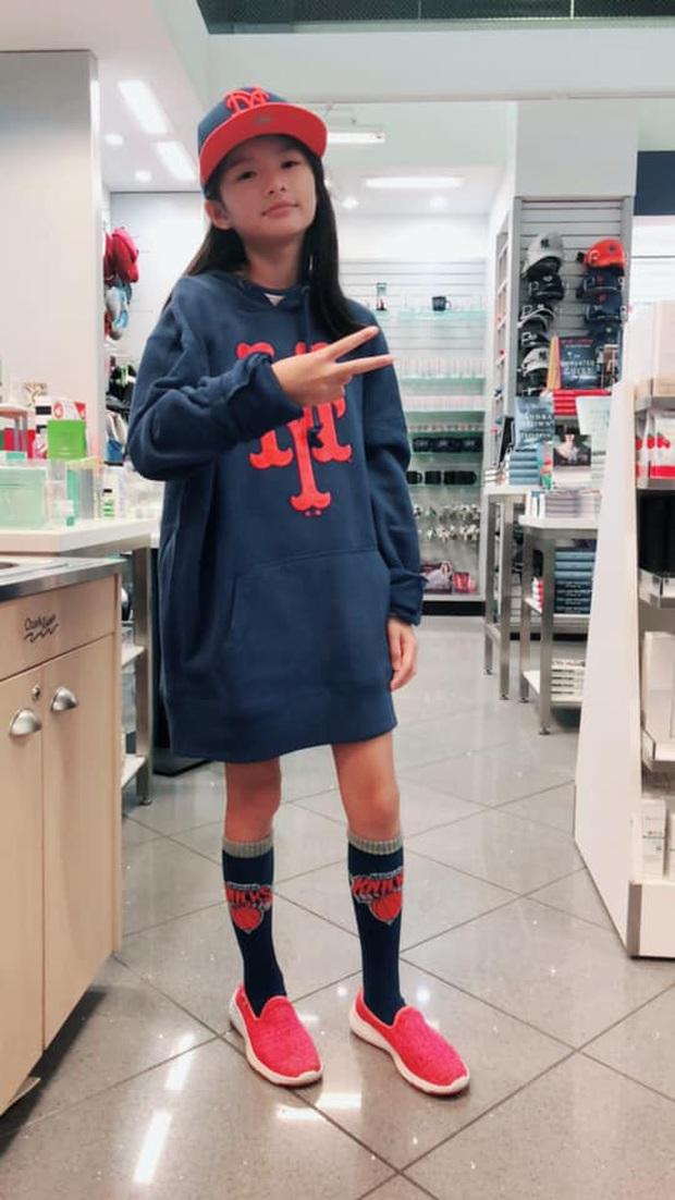 Con gái Trương Ngọc Ánh gây chú ý với đôi chân dài miên man cùng khuôn mặt xinh đẹp trong sinh nhật 11 tuổi - Ảnh 8.