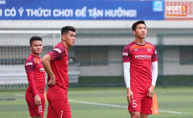 U22 Việt Nam rèn bài cực khó trước ngày lên đường chinh phục HCV SEA Games 30 - Ảnh 7.
