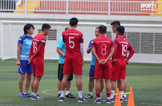 U22 Việt Nam rèn bài cực khó trước ngày lên đường chinh phục HCV SEA Games 30 - Ảnh 4.