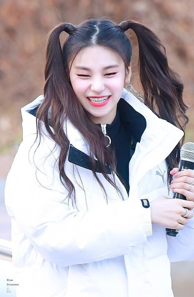 6 nữ idol Kpop thay đổi hẳn quan niệm vì gây bão mạng với mắt cười một mí đẹp lạ: TWICE, ITZY chưa hot bằng center? - Ảnh 4.
