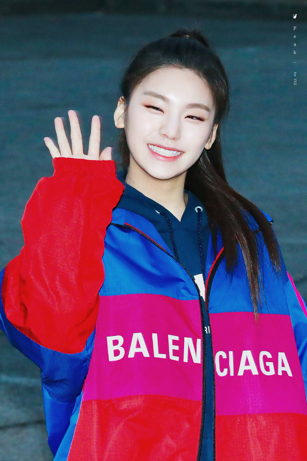 6 nữ idol Kpop thay đổi hẳn quan niêm vì gây bão mạng với mắt cười một mí đẹp lạ: TWICE, ITZY chưa hot bằng center? - Ảnh 5.