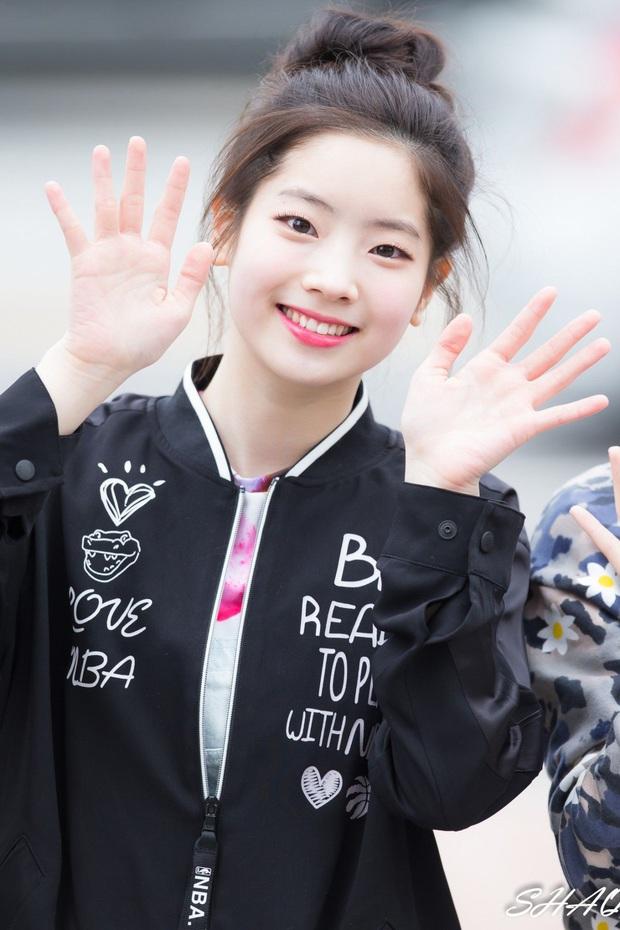 6 nữ idol Kpop thay đổi hẳn quan niệm vì gây bão mạng với mắt cười một mí đẹp lạ: TWICE, ITZY chưa hot bằng center? - Ảnh 1.