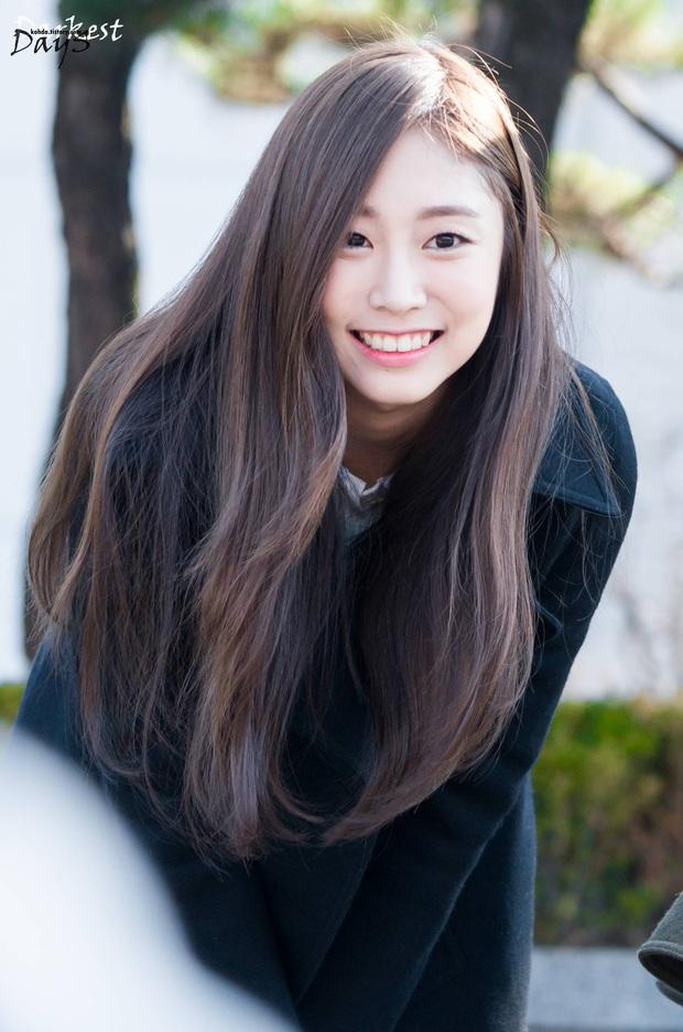 6 nữ idol Kpop thay đổi hẳn quan niêm vì gây bão mạng với mắt cười một mí đẹp lạ: TWICE, ITZY chưa hot bằng center? - Ảnh 14.