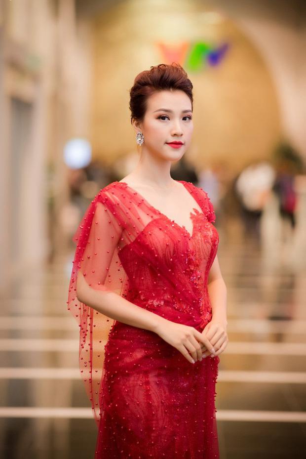 Khối tài sản của MC Hoàng Oanh trước khi lên xe hoa: Cát xê khủng, nhà tiền tỷ, nhưng sống kiểu đối lập hẳn - Ảnh 2.