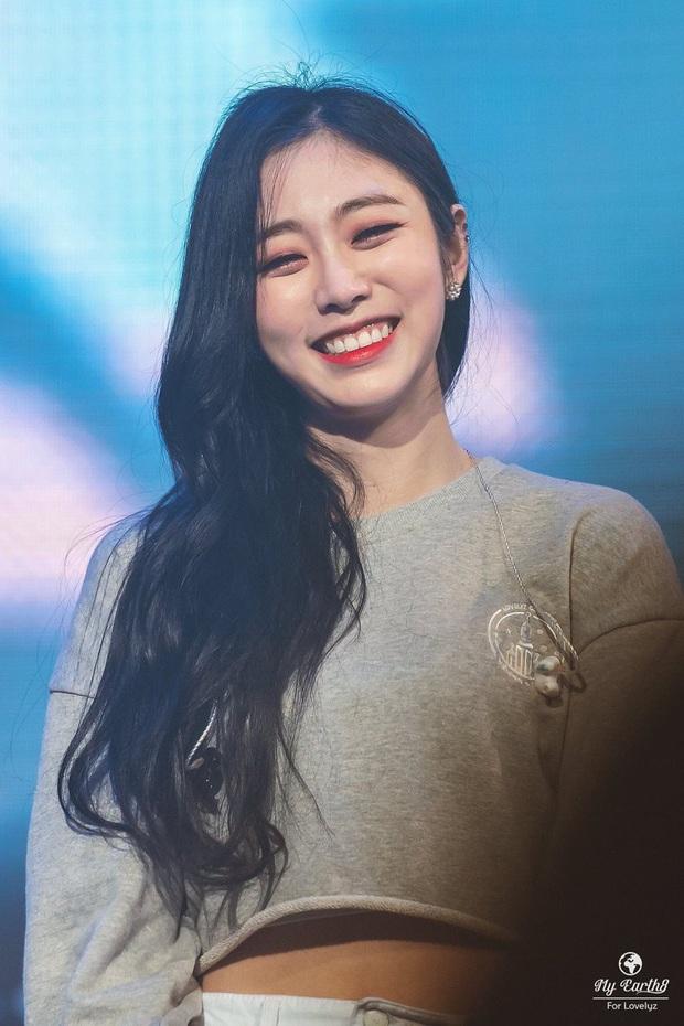 6 nữ idol Kpop thay đổi hẳn quan niệm vì gây bão mạng với mắt cười một mí đẹp lạ: TWICE, ITZY chưa hot bằng center? - Ảnh 15.