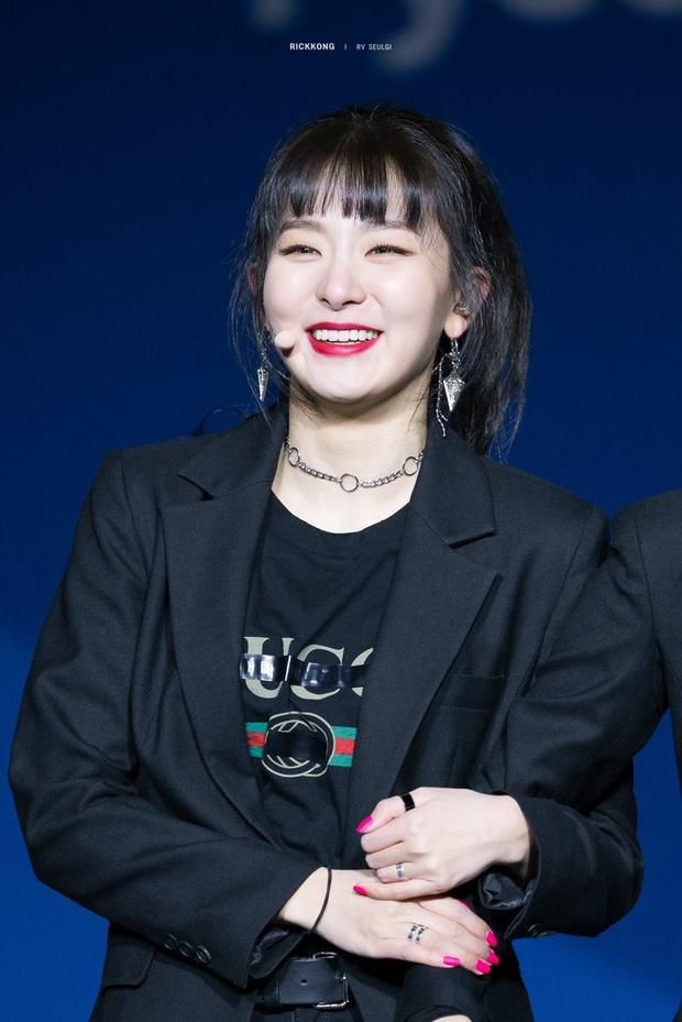 6 nữ idol Kpop thay đổi hẳn quan niêm vì gây bão mạng với mắt cười một mí đẹp lạ: TWICE, ITZY chưa hot bằng center? - Ảnh 7.