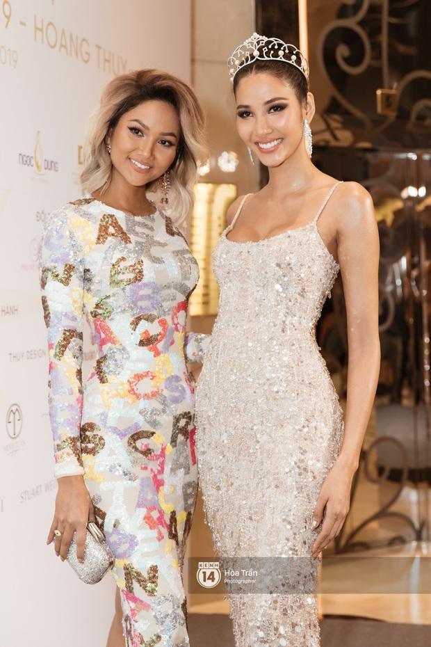 HHen Niê trao lại sash cho Hoàng Thùy - đại diện Việt Nam kỳ vọng sẽ về mang vương miện Miss Universe đầu tiên! - Ảnh 9.
