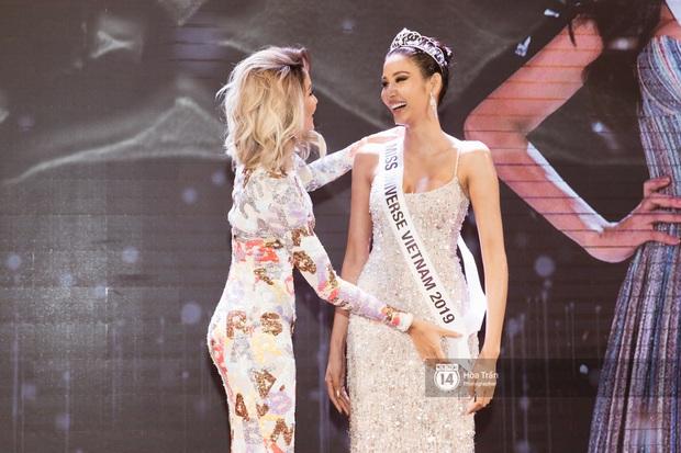 HHen Niê trao lại sash cho Hoàng Thùy - đại diện Việt Nam kỳ vọng sẽ về mang vương miện Miss Universe đầu tiên! - Ảnh 15.