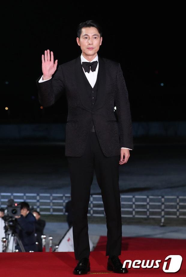 Siêu thảm đỏ Rồng Xanh 2019: Chị đại Kim Hye Soo át cả Yoona và Hoa hậu, Jung Hae In - Lee Kwang Soo dẫn đầu đoàn sao Hàn - Ảnh 14.