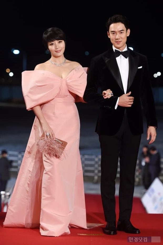 Siêu thảm đỏ Rồng Xanh 2019: Chị đại Kim Hye Soo át cả Yoona và Hoa hậu, Jung Hae In - Lee Kwang Soo dẫn đầu đoàn sao Hàn - Ảnh 7.