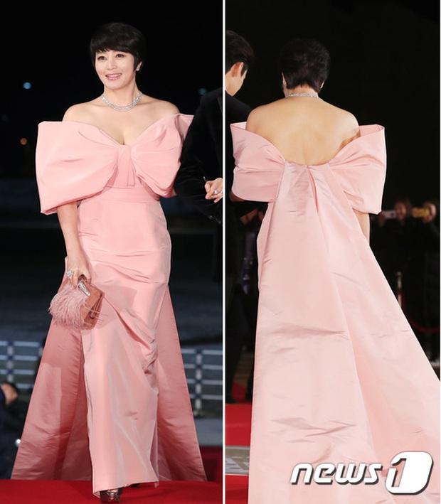 Siêu thảm đỏ Rồng Xanh 2019: Chị đại Kim Hye Soo át cả Yoona và Hoa hậu, Jung Hae In - Lee Kwang Soo dẫn đầu đoàn sao Hàn - Ảnh 5.