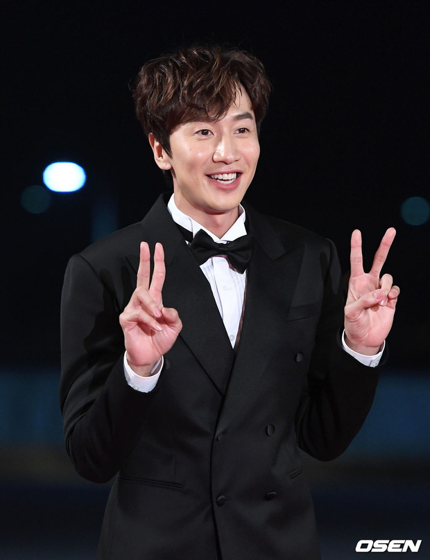 Siêu thảm đỏ Rồng Xanh 2019: Chị đại Kim Hye Soo át cả Yoona và Hoa hậu, Jung Hae In - Lee Kwang Soo dẫn đầu đoàn sao Hàn - Ảnh 21.
