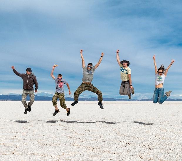 """Muốn ảnh hết """"nhạt"""" thì nên một lần đến """"sống ảo"""" ở cánh đồng muối siêu to khổng lồ này - Ảnh 2."""