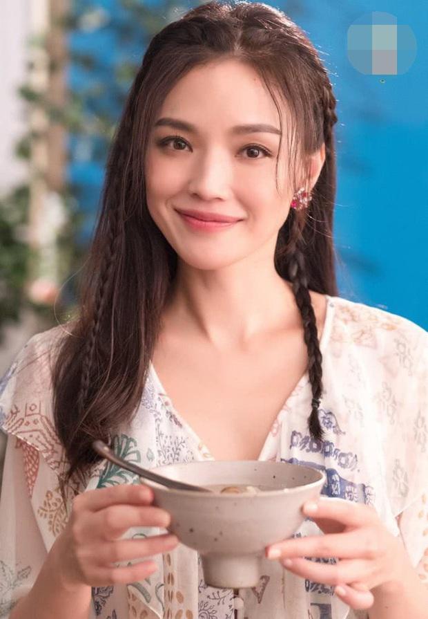 Quy tắc ăn uống ngặt nghèo của mỹ nhân Cbiz: Dương Mịch chỉ dám ăn 1 cọng mỳ, Trương Hinh Dư ăn rau trừ bữa - Ảnh 3.