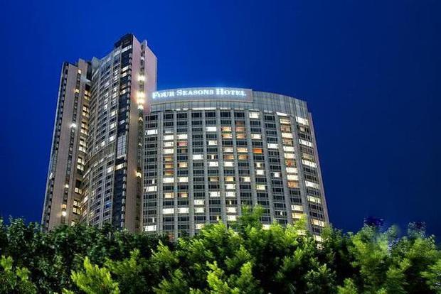 Người tình tỷ phú vỡ nợ 19.000 tỷ, siêu mẫu xứ Đài bụng mang dạ chửa cùng 3 con bị đuổi khỏi khách sạn xa xỉ - Ảnh 5.