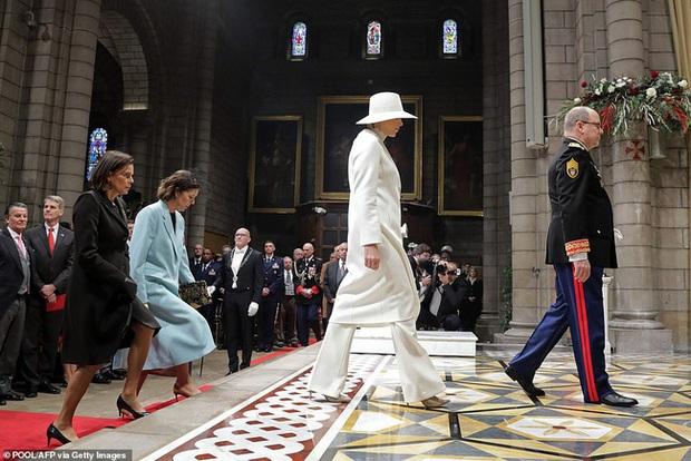 Nhân vật nổi bật nhất hoàng gia Monaco: Làm lu mờ nàng dâu gốc Việt trong sự kiện với vẻ ngoài hoàn hảo cùng khí chất khó ai bì kịp - Ảnh 4.
