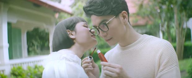 Không để mình đứng ngoài trend đam mỹ, Hiền Hồ trong MV mới nhất vào vai bị chàng trai tiểu tam cướp mất chồng! - Ảnh 3.