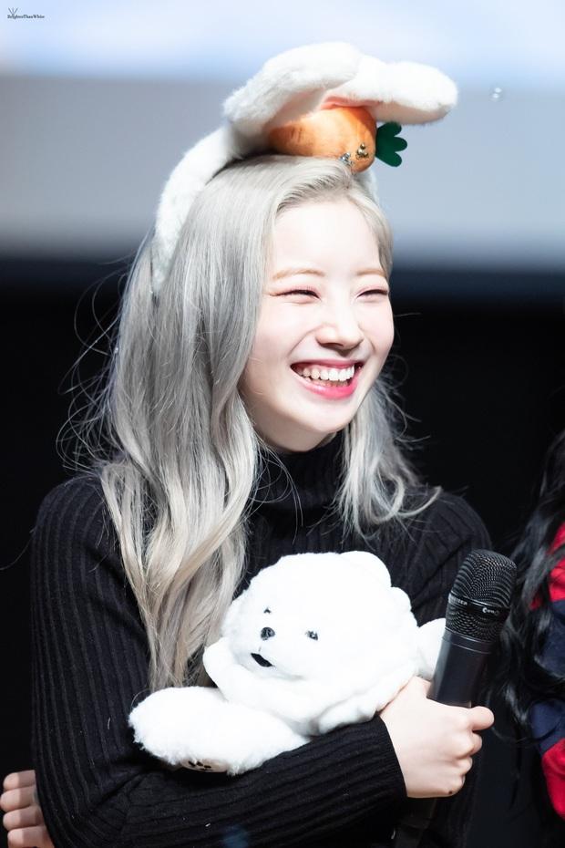 6 nữ idol Kpop thay đổi hẳn quan niệm vì gây bão mạng với mắt cười một mí đẹp lạ: TWICE, ITZY chưa hot bằng center? - Ảnh 2.