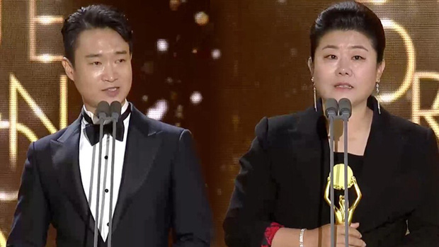 Rồng Xanh 2019: Ký Sinh Trùng thắng đậm nhưng sao bự Song Kang Ho vẫn chịu thua trước đàn em Jung Woo Sung - Ảnh 5.