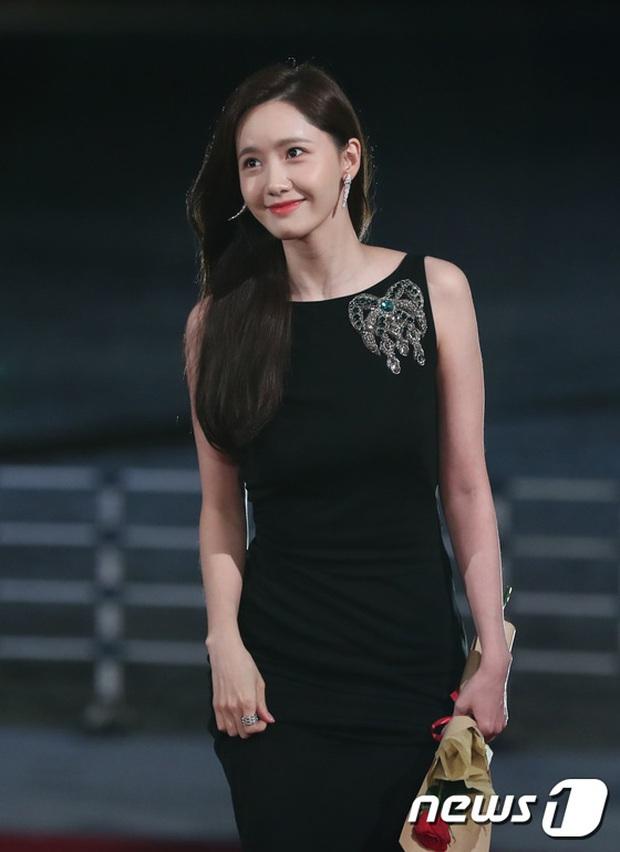 Siêu thảm đỏ Rồng Xanh 2019: Chị đại Kim Hye Soo át cả Yoona và Hoa hậu, Jung Hae In - Lee Kwang Soo dẫn đầu đoàn sao Hàn - Ảnh 3.