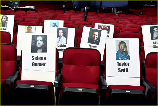 Hé lộ sơ đồ chỗ ngồi tại American Music Awards: Nguyên team Taylor đi vào hết - Halsey hơi cô đơn vì thiếu BTS! - Ảnh 4.
