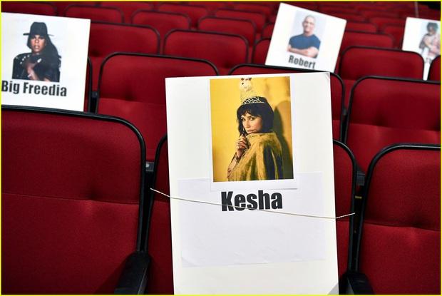 Hé lộ sơ đồ chỗ ngồi tại American Music Awards: Nguyên team Taylor đi vào hết - Halsey hơi cô đơn vì thiếu BTS! - Ảnh 6.