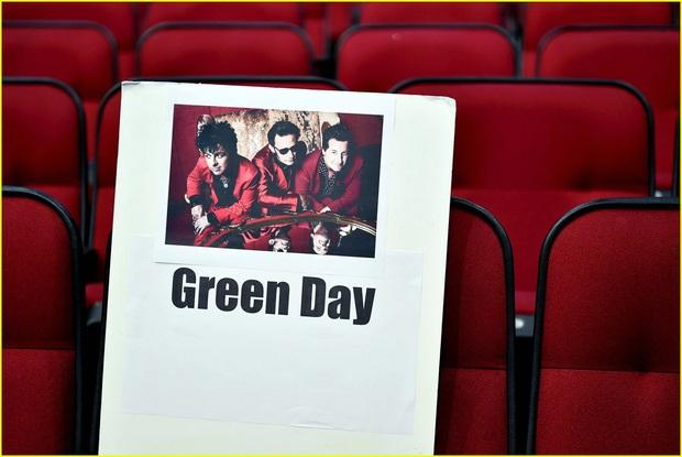Hé lộ sơ đồ chỗ ngồi tại American Music Awards: Nguyên team Taylor đi vào hết - Halsey hơi cô đơn vì thiếu BTS! - Ảnh 11.