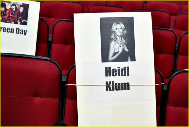 Hé lộ sơ đồ chỗ ngồi tại American Music Awards: Nguyên team Taylor đi vào hết - Halsey hơi cô đơn vì thiếu BTS! - Ảnh 12.
