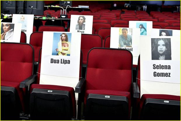 Hé lộ sơ đồ chỗ ngồi tại American Music Awards: Nguyên team Taylor đi vào hết - Halsey hơi cô đơn vì thiếu BTS! - Ảnh 15.