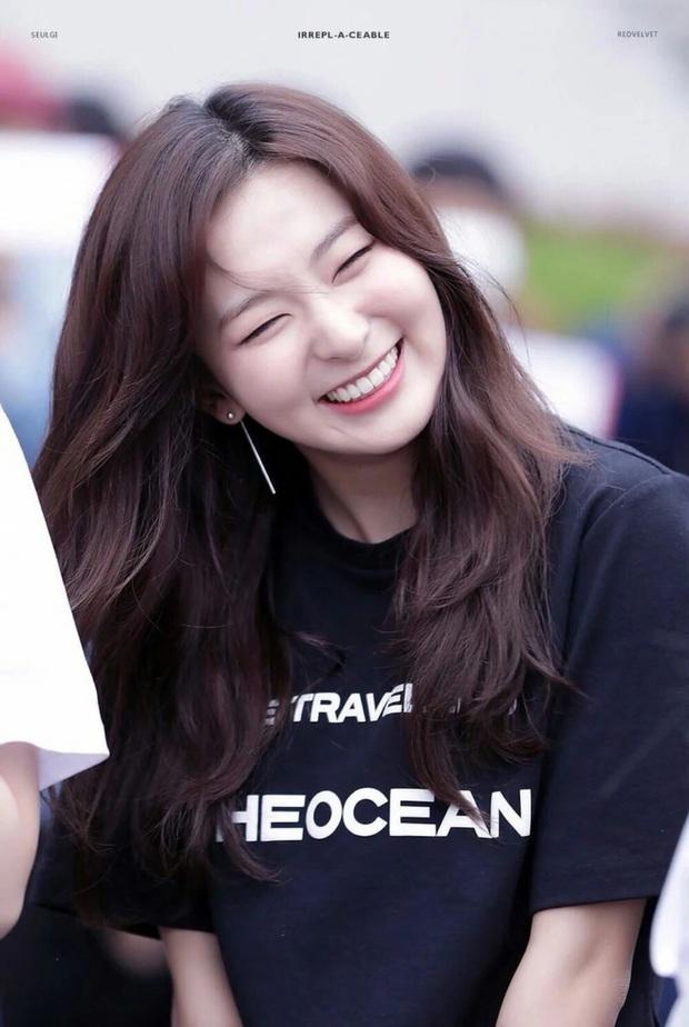 6 nữ idol Kpop thay đổi hẳn quan niệm vì gây bão mạng với mắt cười một mí đẹp lạ: TWICE, ITZY chưa hot bằng center? - Ảnh 8.