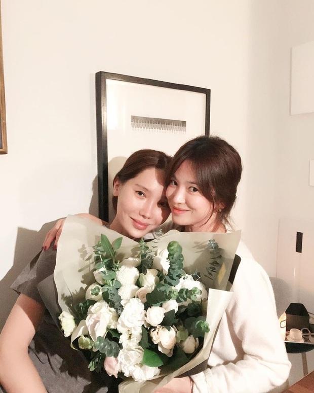 Song Hye Kyo đón sinh nhật độc thân đầu tiên hậu ly hôn ngàn tỷ, chu môi nhí nhảnh bên người bạn thân thiết - Ảnh 3.