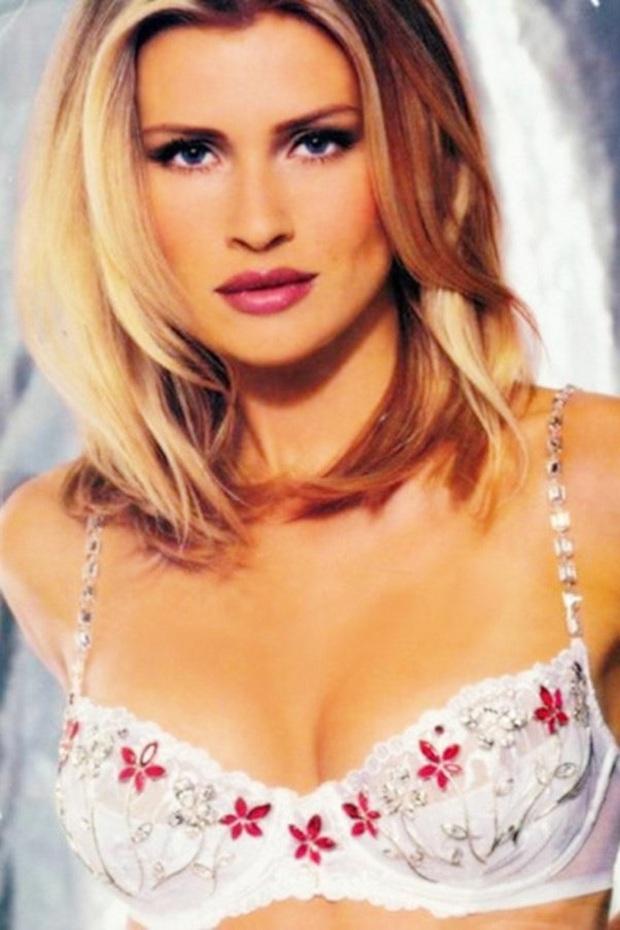 Lịch sử Fantasy Bra tiền tỷ của Victorias Secret: Ngày càng đẹp nhưng lại ngày một rẻ, phần nào báo trước tương lai lụi tàn của VSFS - Ảnh 21.