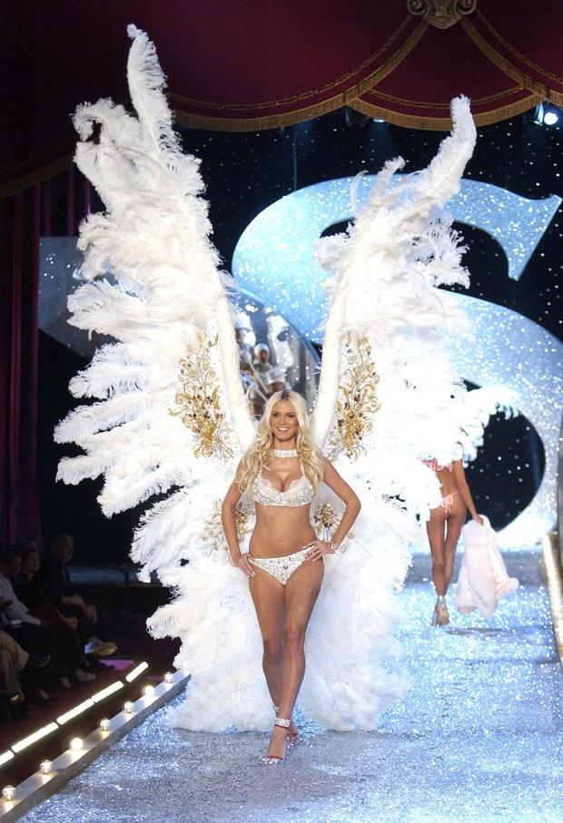 Loạt khoảnh khắc lịch sử của Victorias Secret Fashion Show: Từ sexy, thần tiên đến choáng ngợp đều có đủ, ai xem cũng khó mà kìm lòng - Ảnh 8.