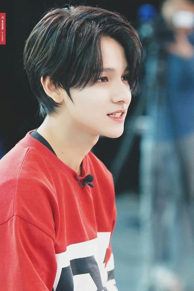 """Tài năng như hội idol con lai Kpop: Thành viên TXT là """"thiên tài nhạc cụ"""" biết 4 thứ tiếng, """"hoàng tử lai"""" của Produce debut ở tuổi 13 - Ảnh 9."""
