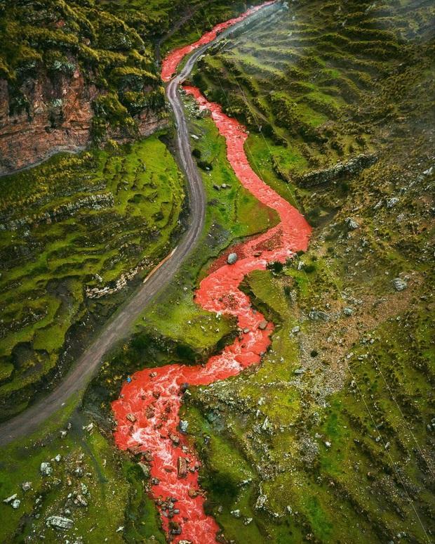 """Giận bay màu là có thật: Dòng sông đỏ như máu ở Peru cứ vài tháng lại… nhạt đi, du khách phải """"chạy xô"""" mới kịp ngắm - Ảnh 8."""