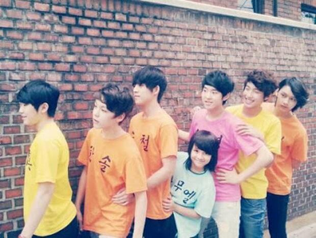 """Tài năng như hội idol con lai Kpop: Thành viên TXT là """"thiên tài nhạc cụ"""" biết 4 thứ tiếng, """"hoàng tử lai"""" của Produce debut ở tuổi 13 - Ảnh 10."""