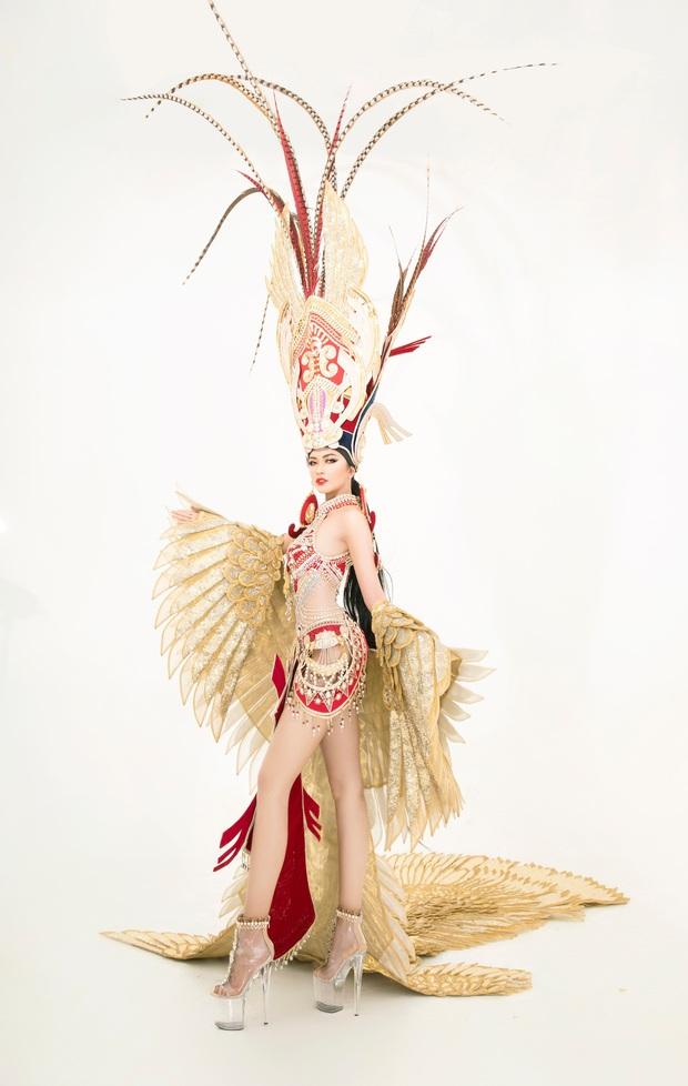 Quốc phục của Ngọc Châu tại Miss Supranational: Dài 5 mét, đính kết từ 10.000 mảnh ghép tại cánh chim Lạc cực hoành tráng! - Ảnh 3.