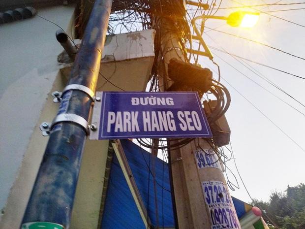 Gỡ bỏ bảng tên… Park Hang-seo tại một con đường ở Sài Gòn - Ảnh 1.