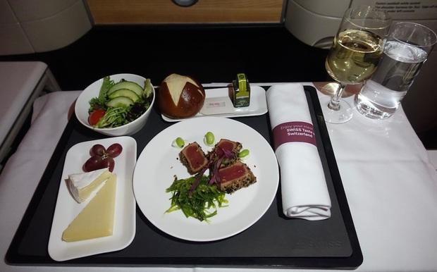 Chuyên trang du lịch công bố 10 hãng hàng không có đồ ăn cao cấp và ngon nhất thế giới, top 2 đều nằm ở châu Á - Ảnh 4.