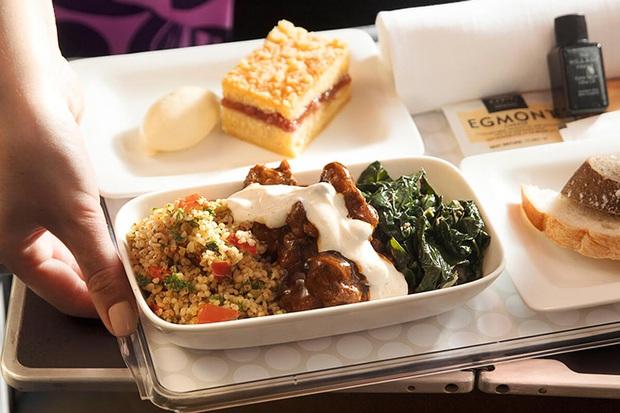 Chuyên trang du lịch công bố 10 hãng hàng không có đồ ăn cao cấp và ngon nhất thế giới, top 2 đều nằm ở châu Á - Ảnh 8.