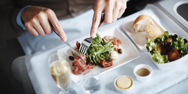 Chuyên trang du lịch công bố 10 hãng hàng không có đồ ăn cao cấp và ngon nhất thế giới, top 2 đều nằm ở châu Á - Ảnh 11.