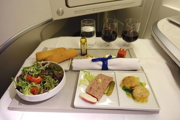 Chuyên trang du lịch công bố 10 hãng hàng không có đồ ăn cao cấp và ngon nhất thế giới, top 2 đều nằm ở châu Á - Ảnh 15.