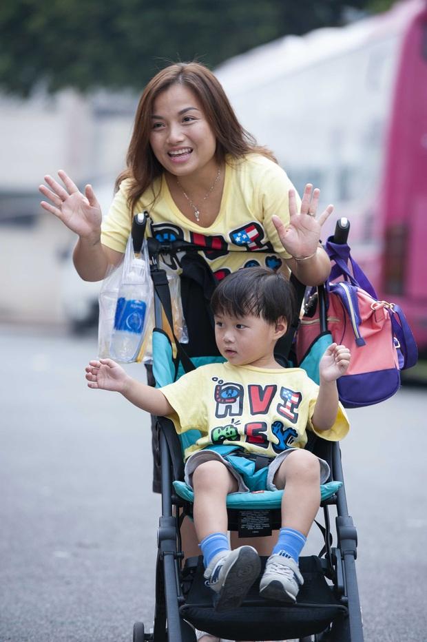Độc quyền: Chị Quỳnh Trần gửi lời chào độc giả, Bé Sa mặc vest bảnh tỏn đi quay show tại Việt Nam - Ảnh 7.