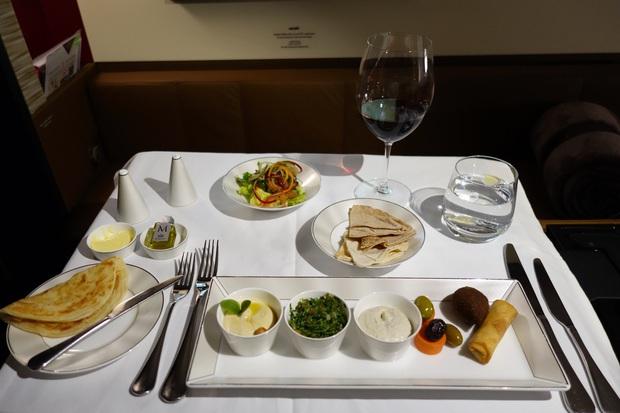 Chuyên trang du lịch công bố 10 hãng hàng không có đồ ăn cao cấp và ngon nhất thế giới, top 2 đều nằm ở châu Á - Ảnh 9.