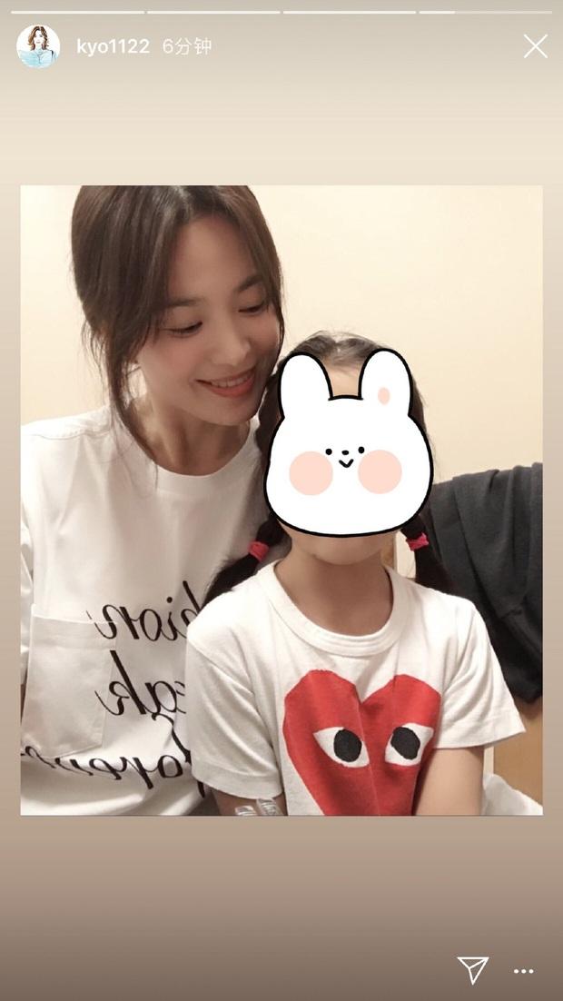 Song Hye Kyo đón sinh nhật độc thân đầu tiên hậu ly hôn ngàn tỷ, chu môi nhí nhảnh bên người bạn thân thiết - Ảnh 4.