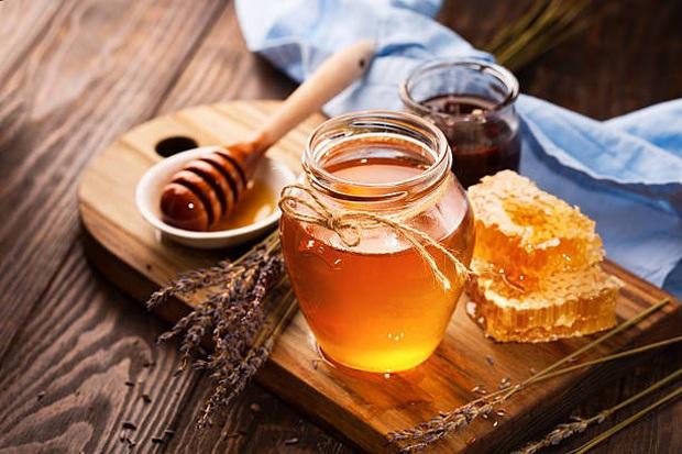 Mật ong chứa nhiều giá trị dinh dưỡng nhưng 3 cách ăn sai lầm mà nhiều người mắc phải sẽ biến mật ong thành thứ độc hại - Ảnh 1.